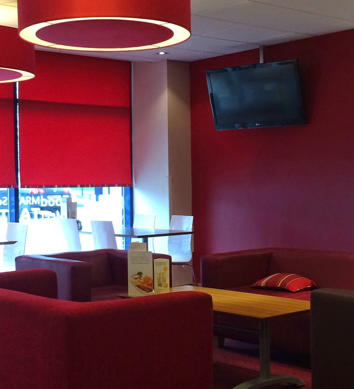 Travelodge Birmingham Airport lounge area