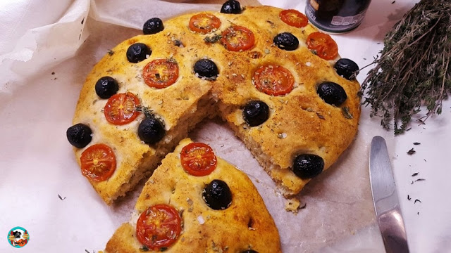 receta-de-focaccia-de-olivas-y-tomate