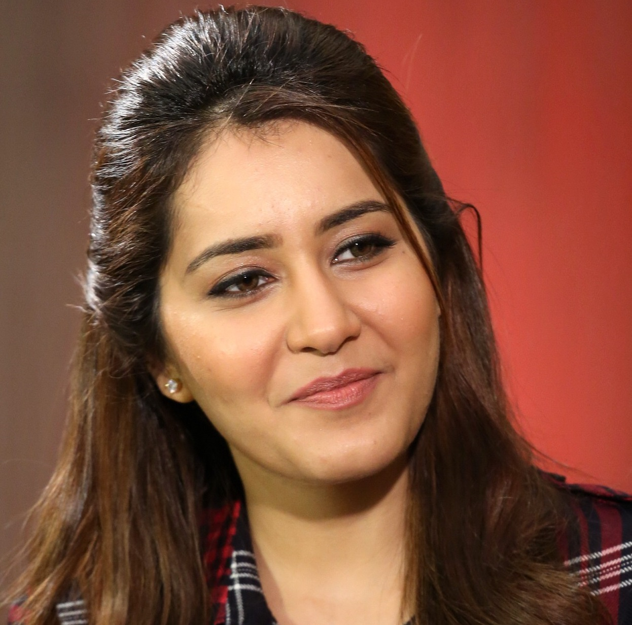 Raashi Khanna Face Close Up Stills