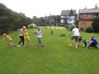 Zabawy na podwórku, konkursy dla dzieci, konkursy sportowe, zabawy sprawnościowe
