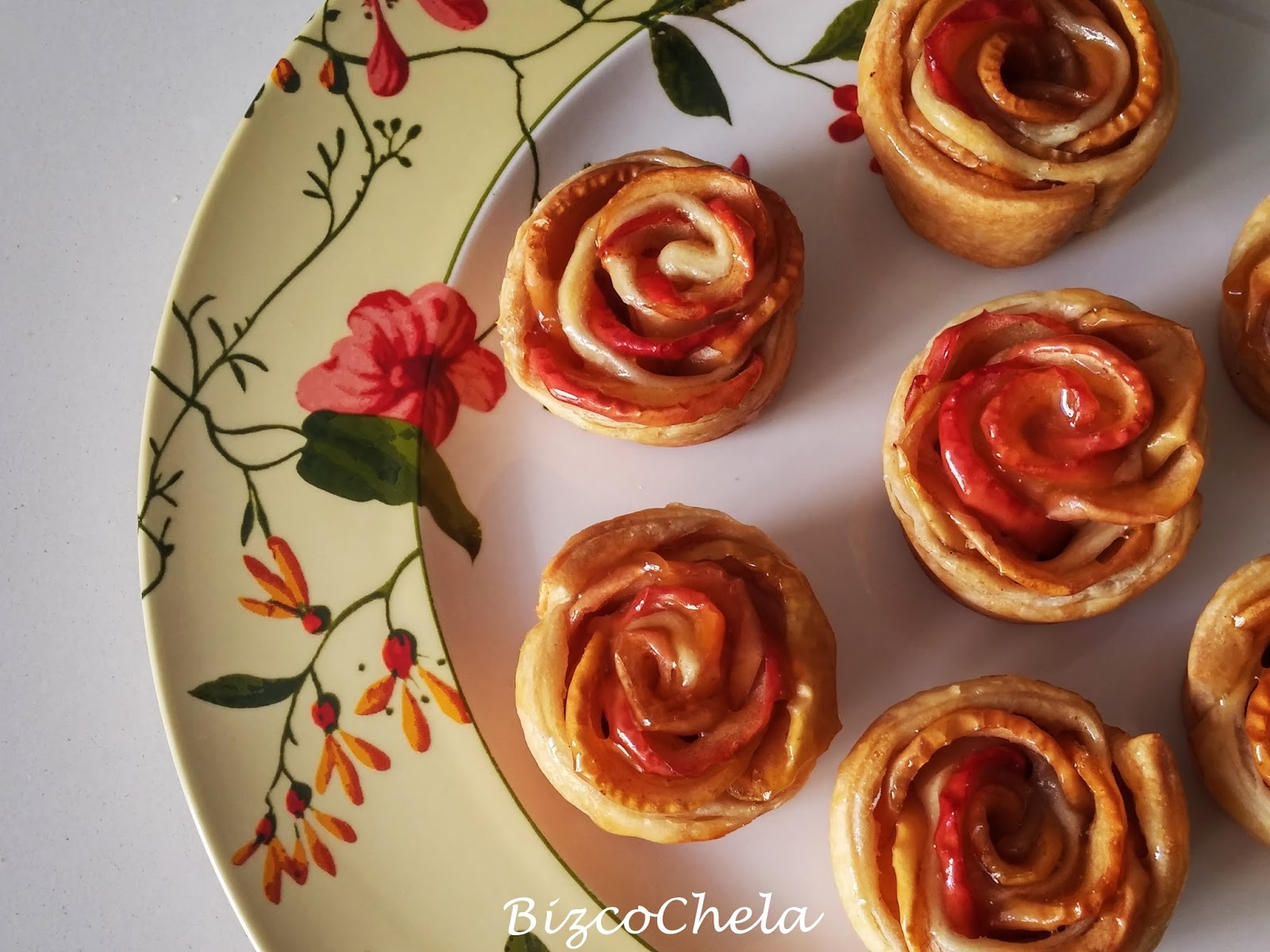 como hacer rosas de hojaldre con manzana