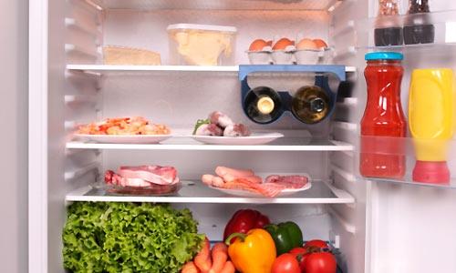 وضع الأطعمة في الثلاجة
