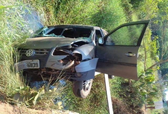 Motorista morre após carro cair em igarapé