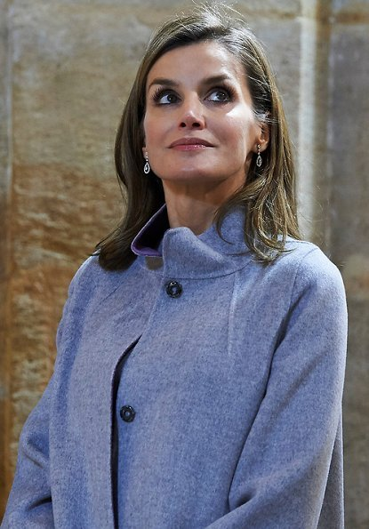 Queen Letizia wore Carolina Herrera coat and dress from Fall 2016 collection, carried Lidia Faro python skin clutch bag