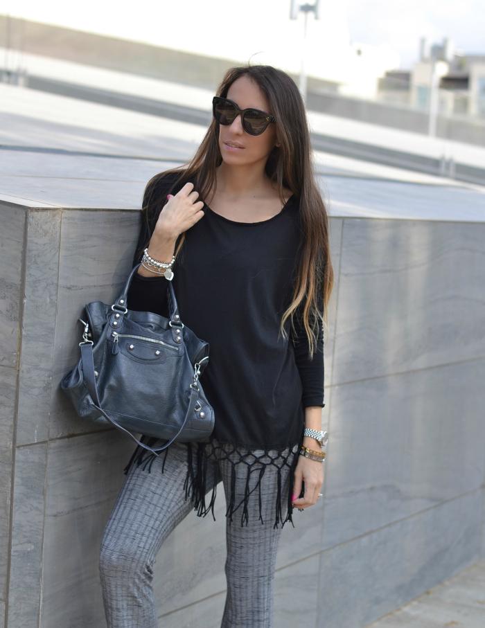 maglia nera frange