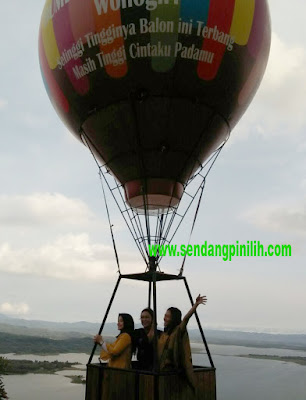 putri-indonesia-berfoto-di-balon-raksasa-bumdes-sendang-pinilih