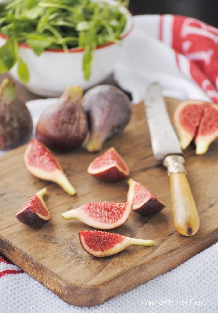 Ensalada de higos con rúcula, jamón ibérico y aliño de mostaza