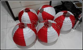 lampion bola putih merah, jual lampion, pengrajin lampion, grosir lampion, rumah lampion, produsen lampion