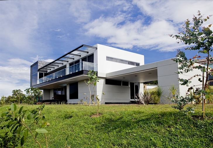 Modern architecture house by Carlos Molina from the backyard