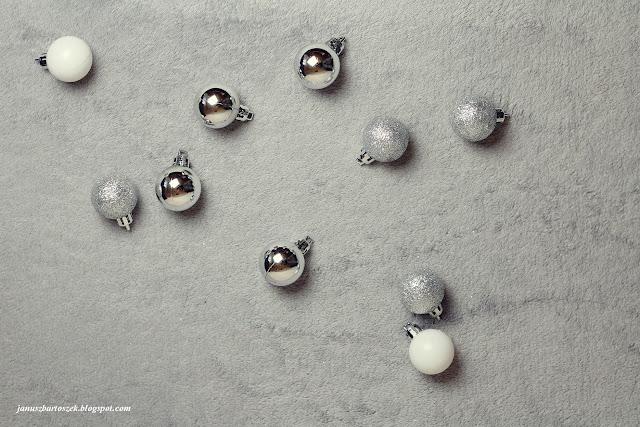 srebrne ozdoby na choinkę