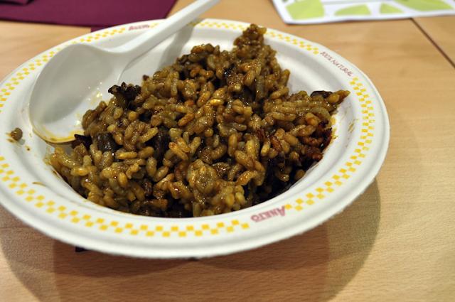 Paella de arroz y caldo Aneto