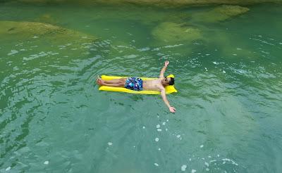 Serunya Bermain air di sungai Citoe Tasikmalaya