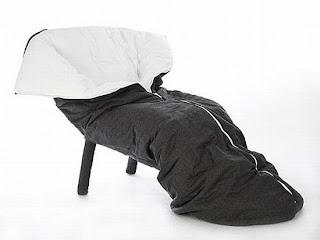 Diseño de sillón único con forma de bolsa de dormir