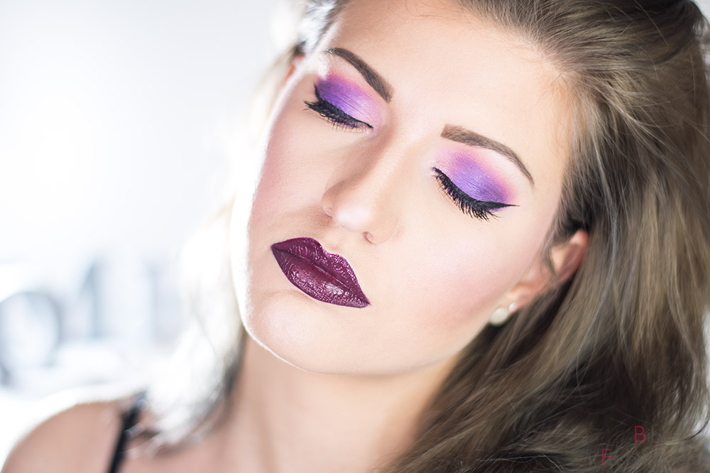 Color of the Year 2019 Ultra Violet Look Augen geschlossen