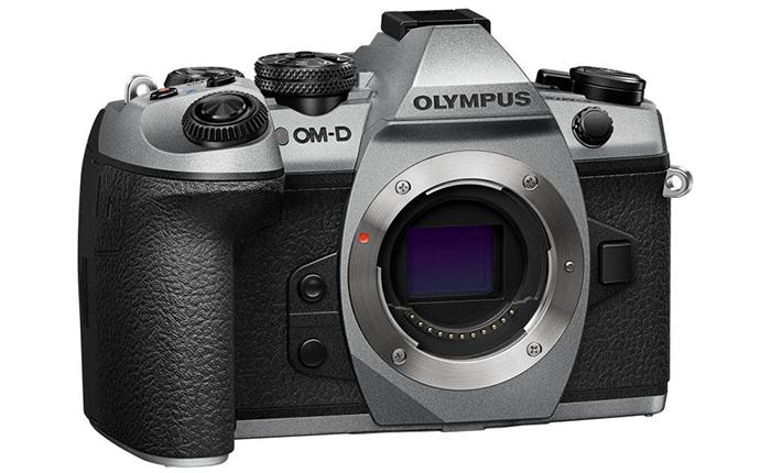Серебристая версия камеры Olympus OM-D E-M1 Mark II