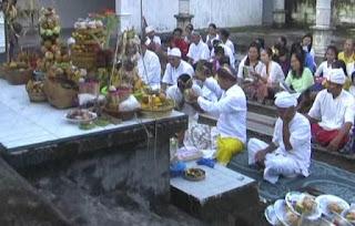 Umat Hindu Sembahyang Ngembak Geni Sambut Tahun Baru Saka