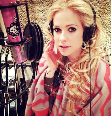Foto de Avril Lavigne en estudio de grabación