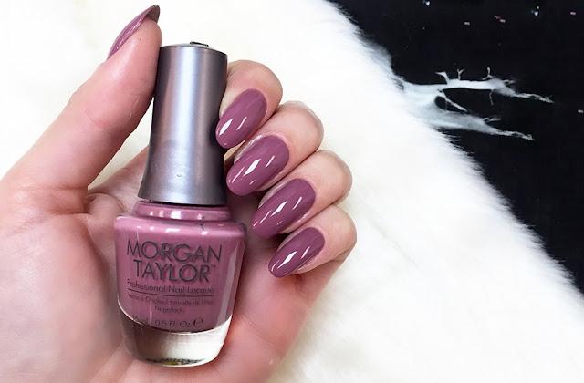 Nem todas as cores vão ficar bem na sua mão, aquela cor de esmaltes que ficou linda nas unhas de sua amiga não pode ficar tão bonito nas suas