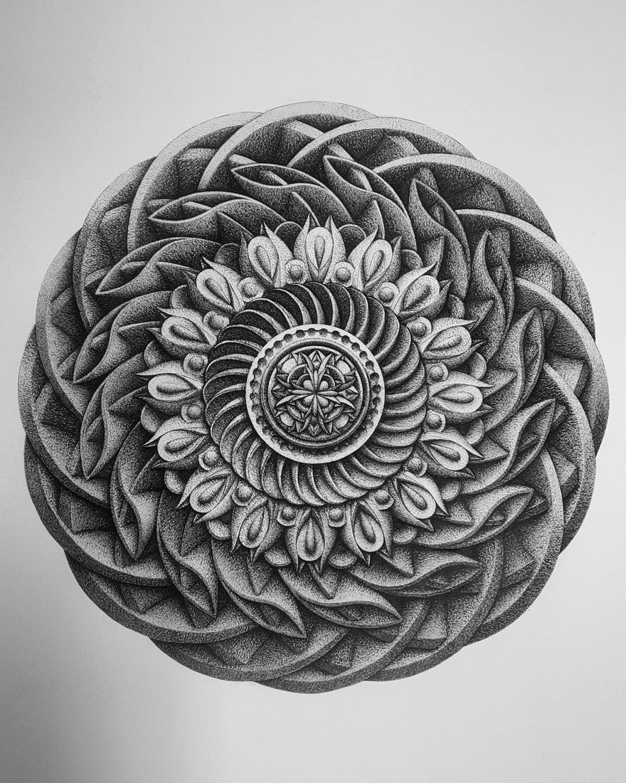 07-in-my-mind-art-Complex-Geometric-shapes-in-Ink-Stippling-Drawings-www-designstack-co