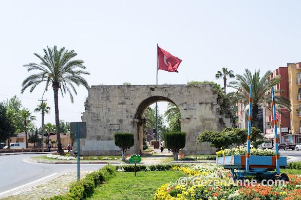 Kleopatra Kapısı'ndan tarihte Kleopatra geçmiş, Tarsus Mersin
