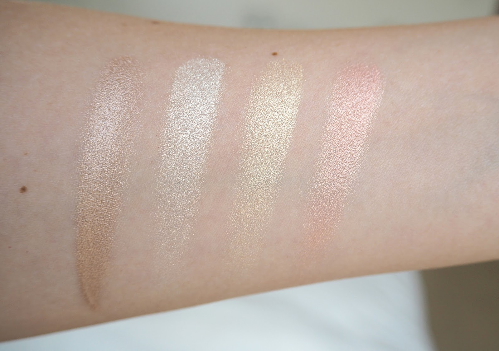 Huda Beauty 3D Highlighter Palette Review