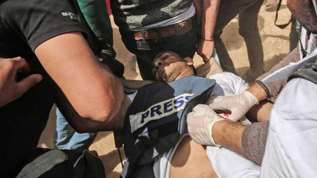 Muere un periodista palestino y otros siete resultan heridos por disparos israelíes en las protestas en Gaza
