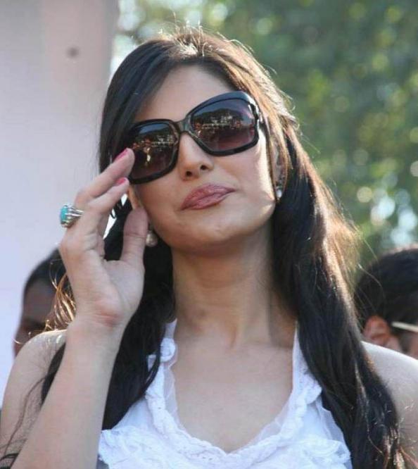 Nyasariki Zarine Khan Hot In Bikini Pics