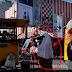 VIDEO: Panas, Nenek Ini Salat Walau di Trotoar Jalanan