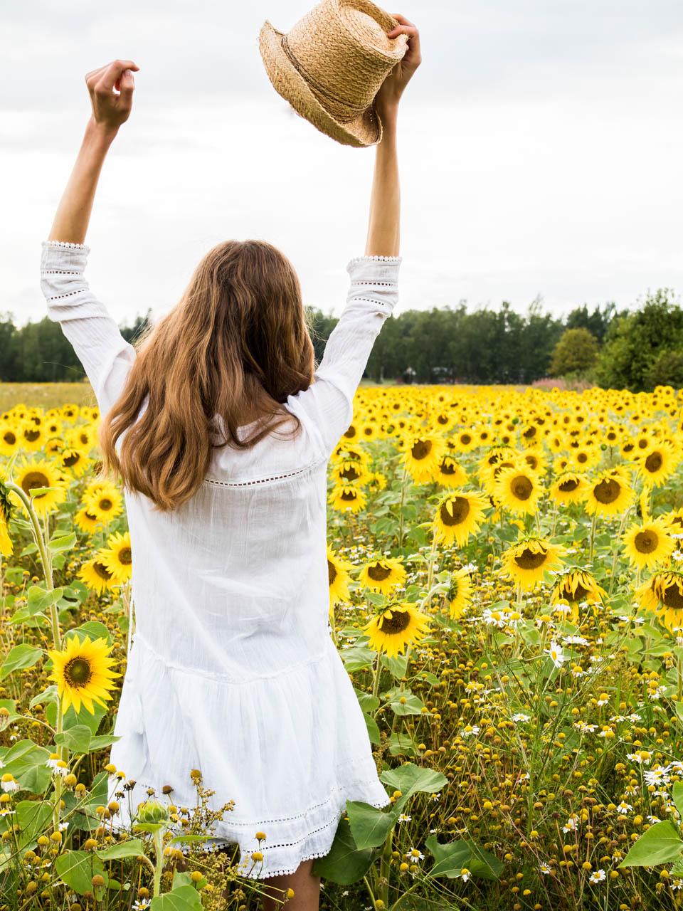 sunflower-field-photogrpahy-fashion-blogger-auringonkukkapelto-kesä-muotiblogi-bloggaaja