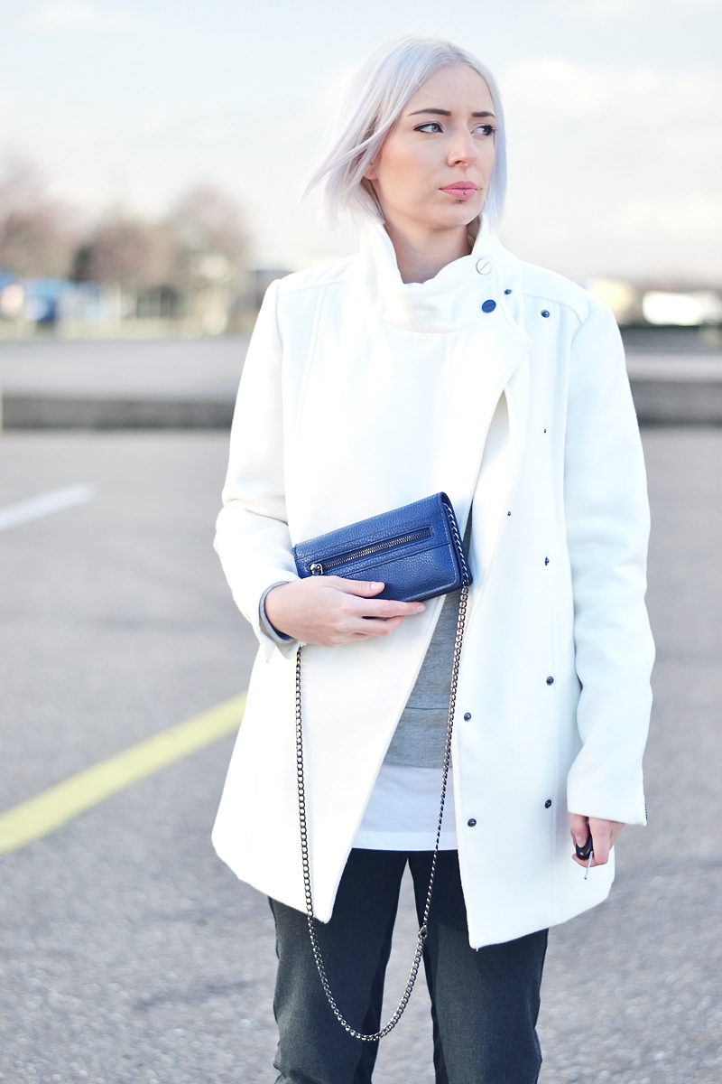 Turn it inside out // Winter white coat