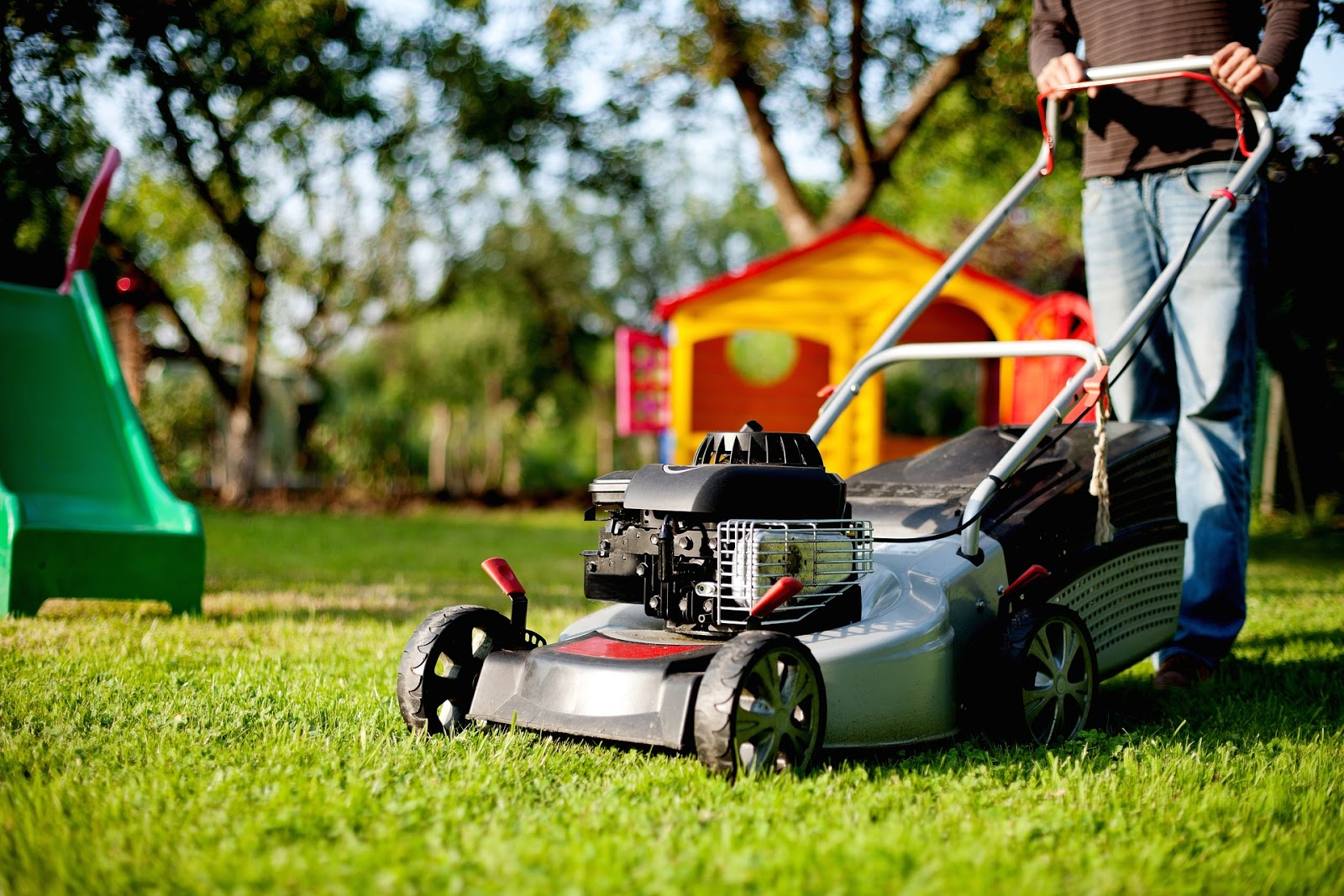 Picture of a lawn mower.