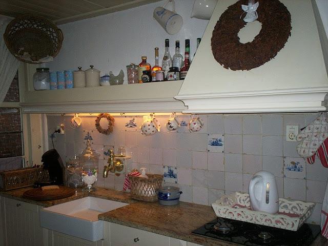 Oud Hollandse Tegels Keuken : Naar het aanrecht met de oud-Hollandse tegeltjes, de nostalgische