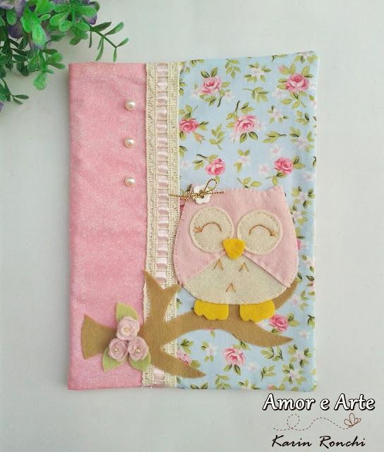 Capa para caderno, em tecido.