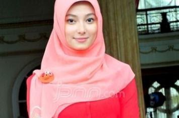 55+ Model Kebaya Pesta Untuk Wanita Kurus Langsing 2019, Trendy++