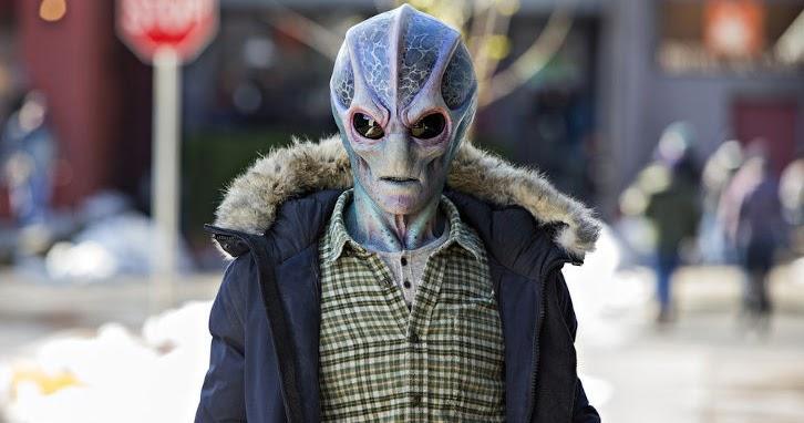 Resident Alien - Episode 1.01 - Pilot - Promo, Sneak Peek + Promotional  Photos