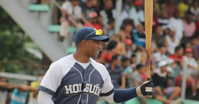 El jardinero Maikel Cáceres regresa a las Series Nacionales, tras probarse en el beisbol profesional.