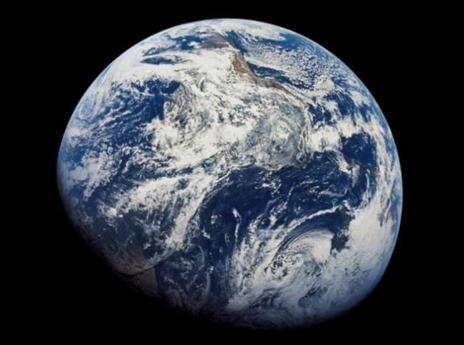 Η Γη είναι ένας έρημος πλανήτης σε σύγκριση με αυτούς τους ωκεάνιους κόσμους στο ηλιακό σύστημα
