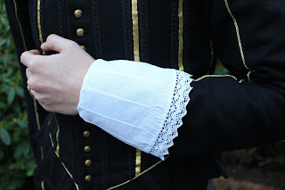 http://misshendrie.blogspot.nl/2017/12/17th-century-cuffs-and-ruff.html