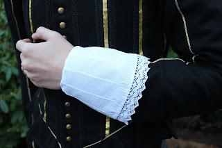 http://misshendrie.blogspot.nl/2017/12/17th-century-cuffs-and-ruff.html