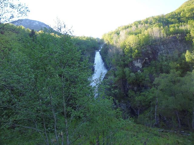 Cascada Stalheimsfossen (@mibaulviajero)