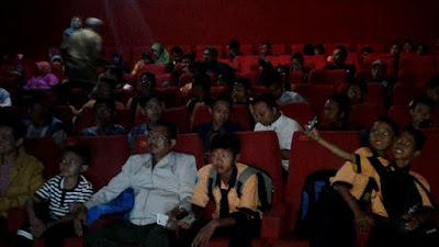 Suasana nonton bareng film Nyai Ahmad Dahlan  di Bioskop New Star Cineplex Jember sesi pertama