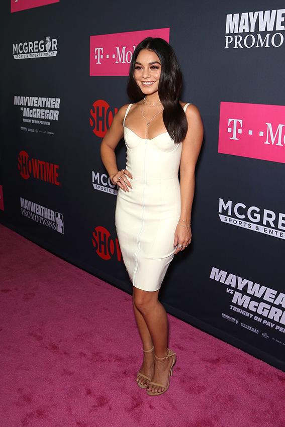 1f33453e84 ... como en este vestido ajustado de escote de vértigo con el que participó  el pasado mes de agosto en una fiesta organizada en Las Vegas por la cadena  de ...