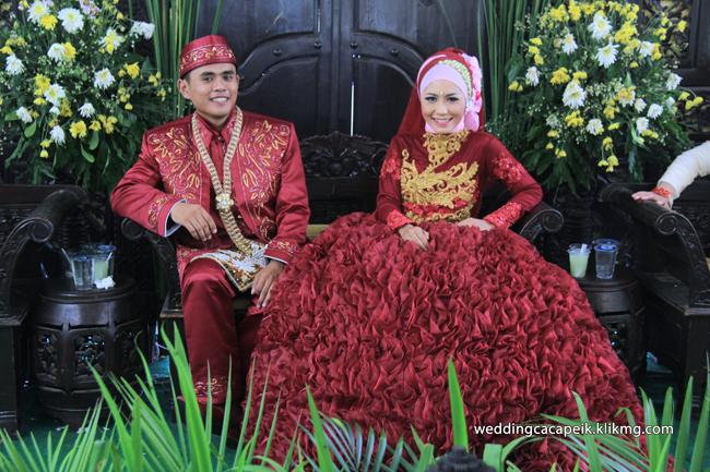 Foto Liputan Pernikahan Chaca & Peik [ 14 - Sesi Foto Busana Hijab Chaca & Peik ] - Foto Oleh : Klikmg Fotografer Wedding Purwokerto