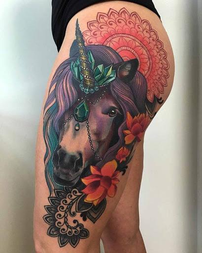 Gentil unicornio accessorized com diamantes