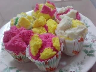 Resep Kue Basah Praktis : Bolu Kukus Mekar Pelangi dan Putu Ayu Ketan Hitam Gula Merah