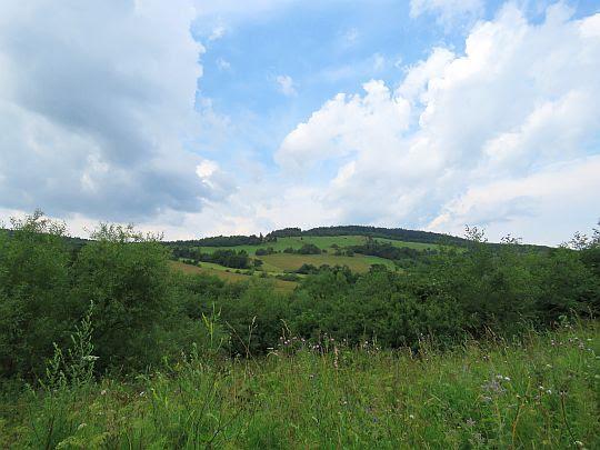 Rozległa, malownicza dolina wsi Izby.