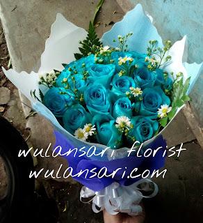 Hand Bouquet Mawar Biru (WS-118)