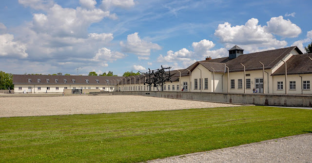 Área externa do campo de concentração de Dachau