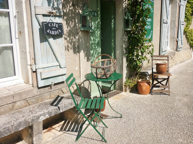 La maison sur la place, chambre d'hôtes, café, brocante à Marennes d'Oléron France