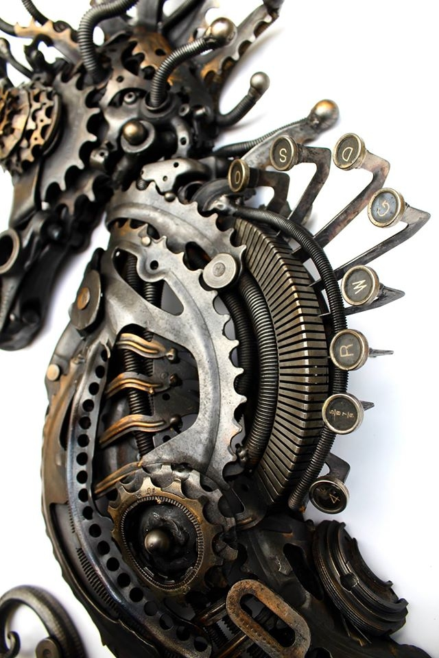 08-Steampunk-Seahorse-Alan-Williams-Animals-Sculptured-with-Recycled-and-Upcycled-Metal-www-designstack-co